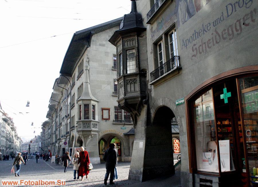 Аптека расположена в подножье колокольни