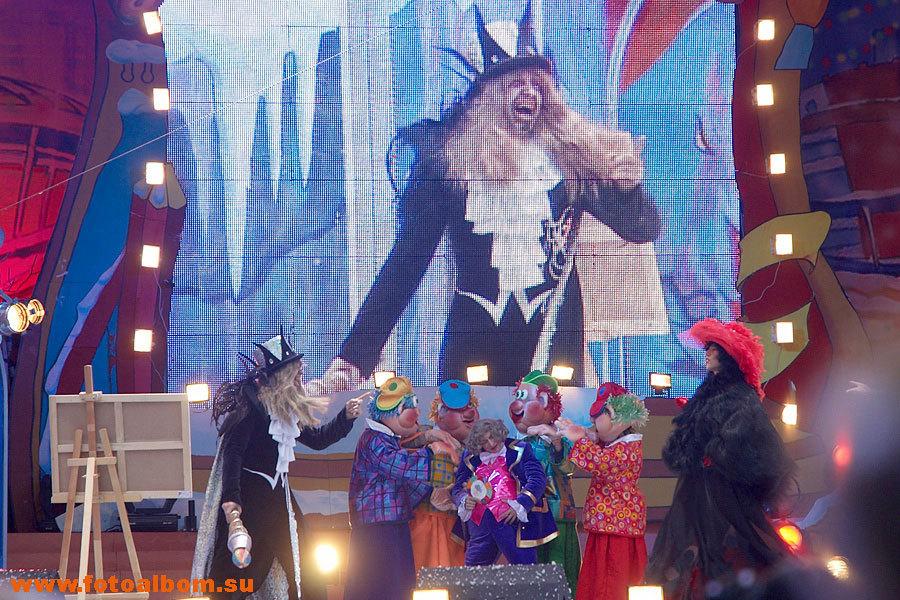 сказочные злодеи, пытающиеся помешать празднику
