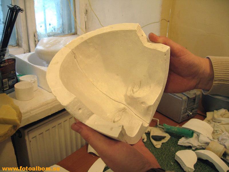 Части гипсовой формы, в которую заливают воск