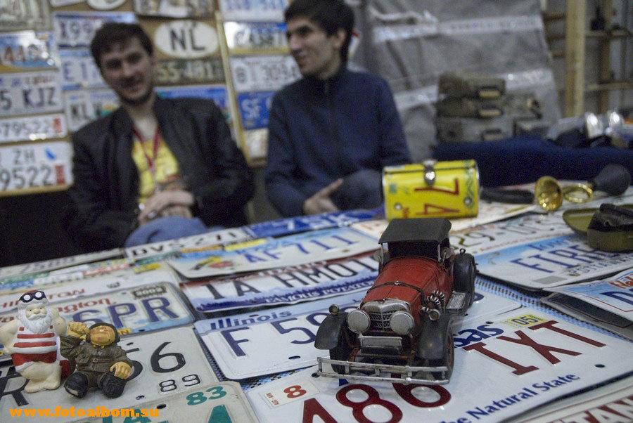 На выставке были представлены не только старинные автомобили, но и