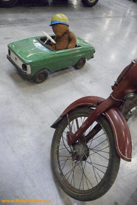 Старинный автомобиль из нашего детства :)