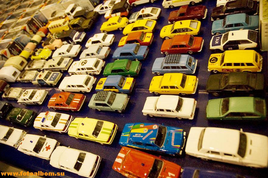 Выставка старинных автомобилей :)