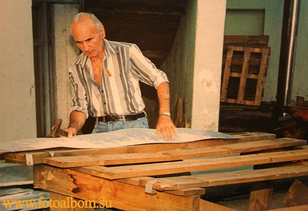 Виктор Шкаровский в мастерской
