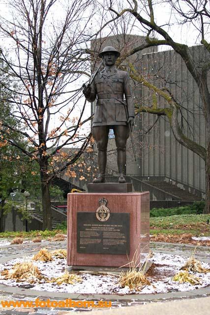 Памятник бригадиру Андрею Гамильтону. Без него Канада не Канада, а Запорожье.