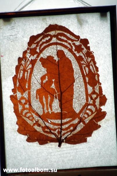 Лист ажурный.  Начало XX в. Рисунок, выколотый иголкой на листе дерева. Имя его