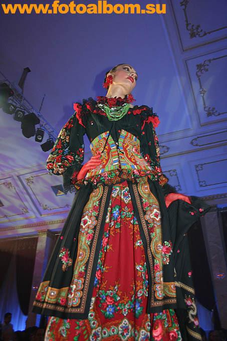 Потому что от этих красок и нарядов хочется жить, потому что в них отражается наша роскошная русская природа!