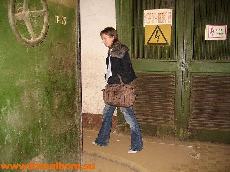 Девушка и дверь