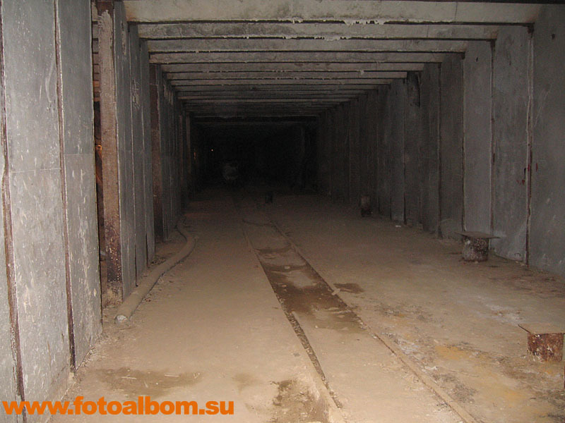 Тоннель с рельсами для вагонеток, на которых через тоннели метро вывозили грунт