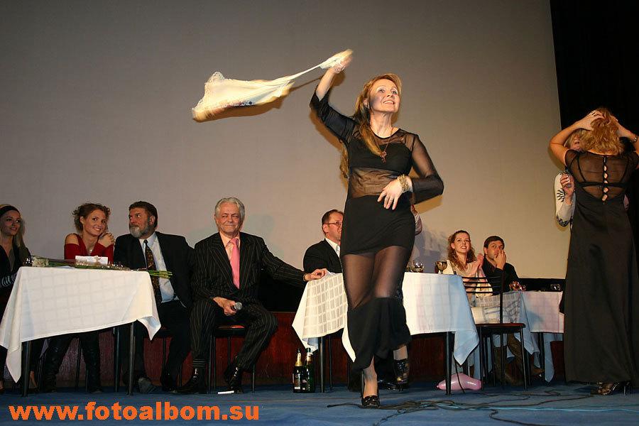 Танцует исполнительница роли Клеопатры, заслуженная артистка России Елена