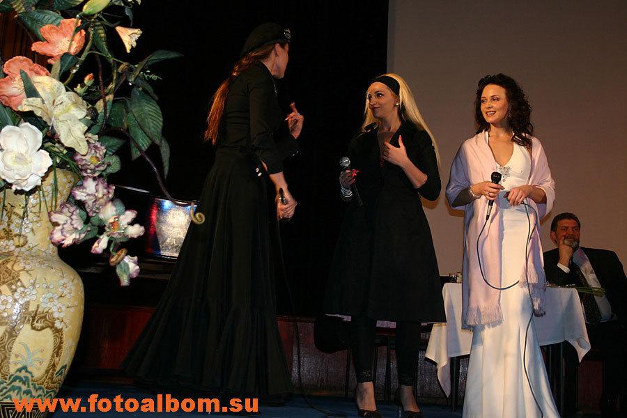 Слева направо: Наталья Громушкина, Теона Дольникова и Анна Снаткина