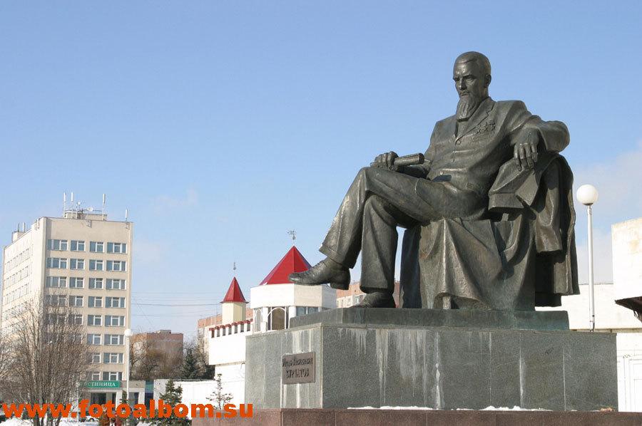 Памятник  И.В. Курчатову