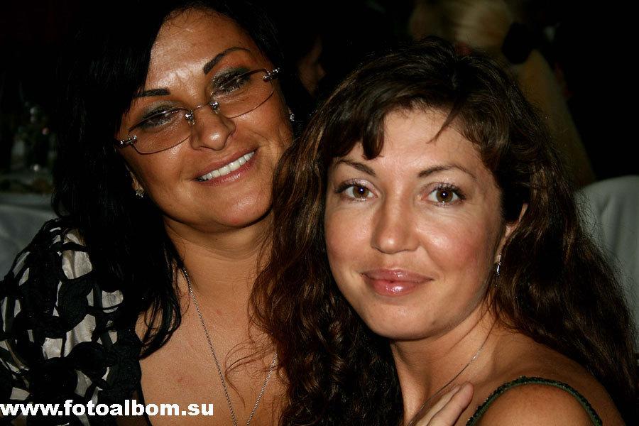 телеведущая Мария Лемешева (справа) со своей подругой Еленой Фадеевой