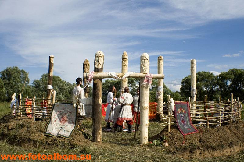 Священное место - капище с символическими ликами славянских богов
