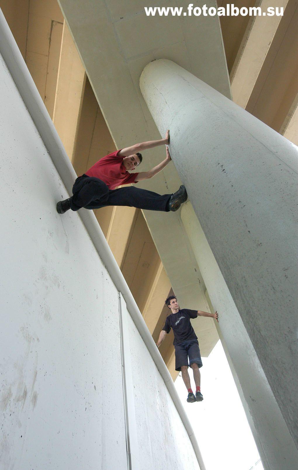 Андрей Дементьев и Олег Краснянский (Parkour Worldwide Association) в распорке