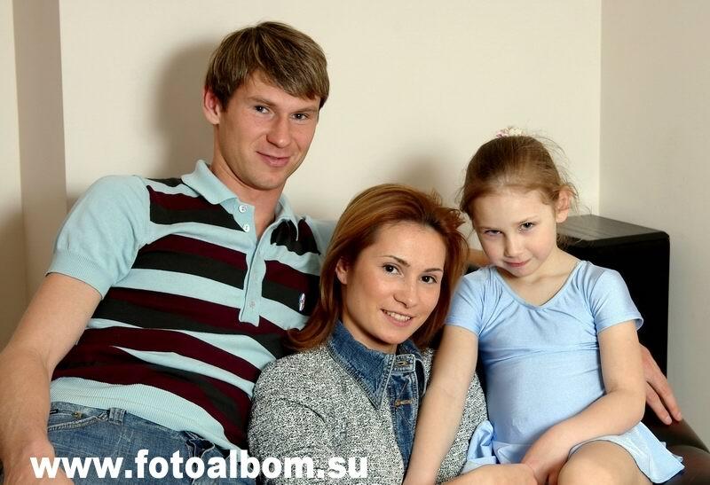 Егор Титов.  Егор собирает футболки своих спортивных соперников. Его жена