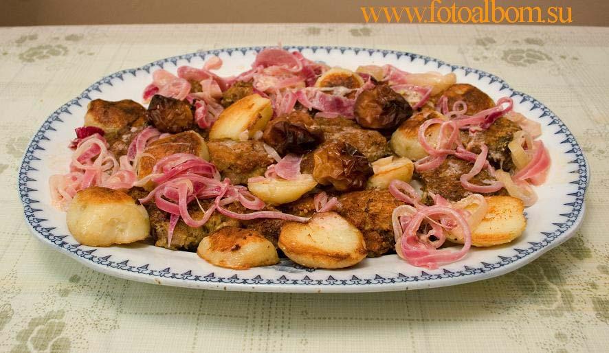 Готовое блюдо. Гарнир - жареная картошка и запеченные яблоки.