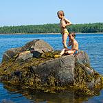 Два мальчика на длинном берегу...