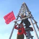 Флаг Победы на самой высокой точке Нижнеколымского района Якутии