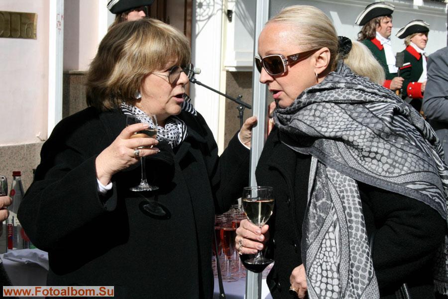 Кинорежиссер Алла Сурикова и композитор Лора Квинт. В ожидании корюшки можно и