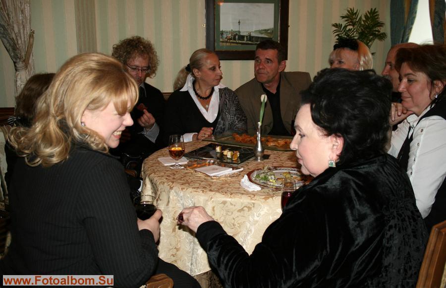 Продолжение праздника в ресторане «СПб». Слева направо:  Ольга Машная, Андрей