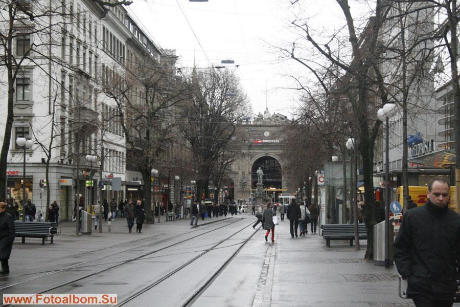 Начало торгово-деловой улицы Банхофштрассе. Она считается одной из наиболее