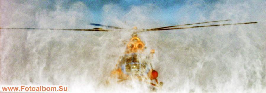 Взлет вертолета в условиях снежного вихря
