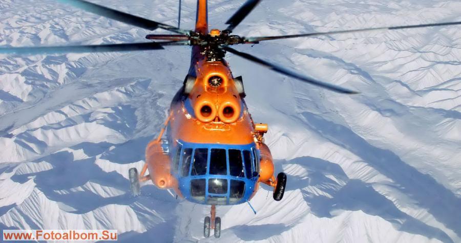Вертолет над горами Арга Таас