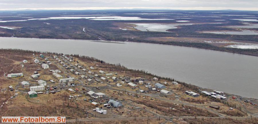 Село Оленегорск Аллайховский район - на заднем плане река Индигирка