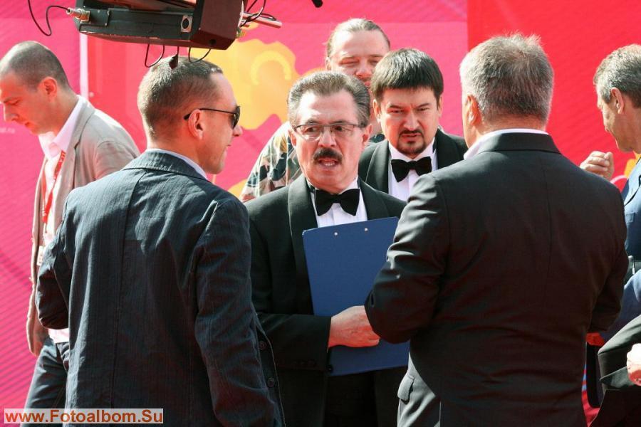 Ведущие церемонии на 1 канале – Борис Берман и Ильдар Жиндарев (в центре)