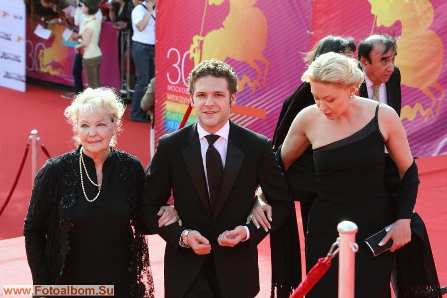 Слева направо: актриса Ирина Скобцева, ее внук Константин Крюков дочь