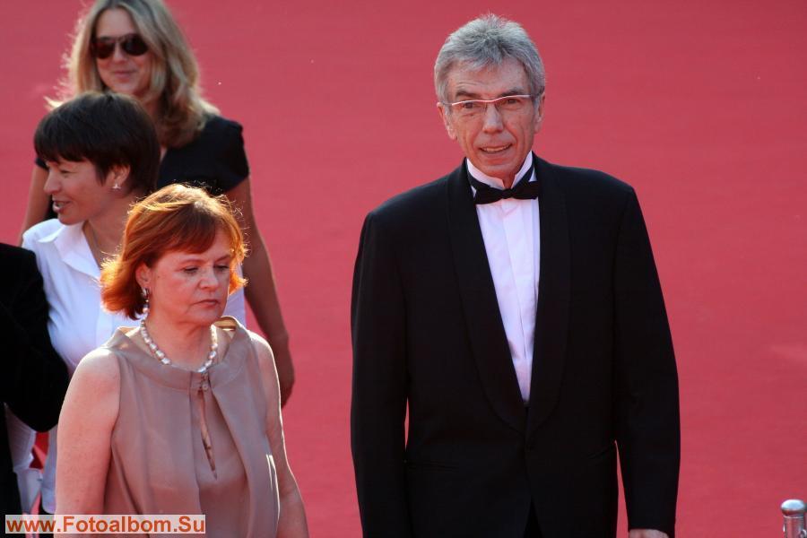 Телеведущий Юрий Николаев с супругой