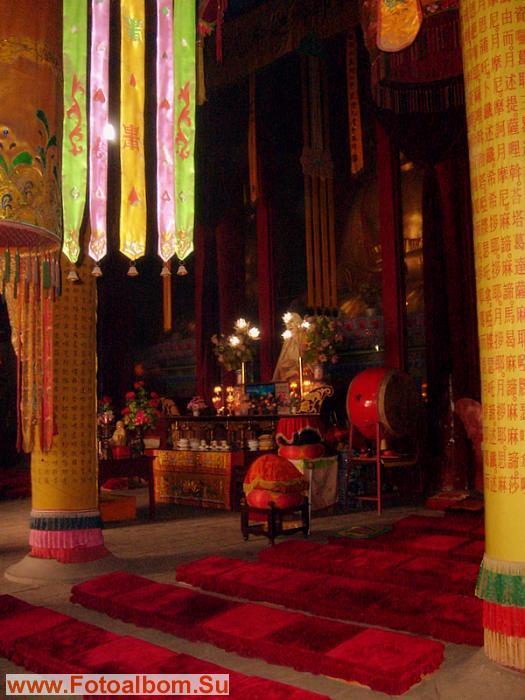 Главный зал храма