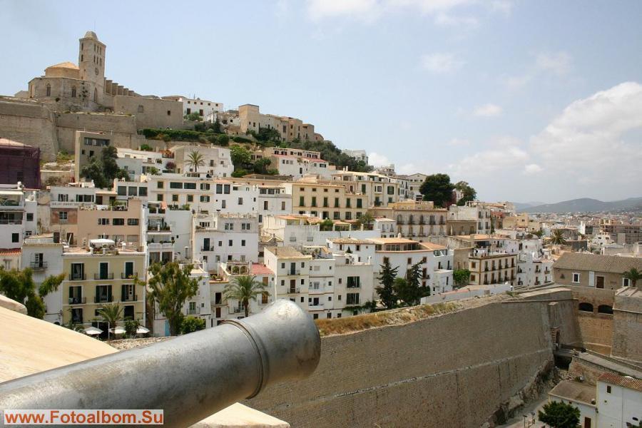 Как утверждает Диодор Сицилийский, город Ибица был основан в 654 г. до н.э.
