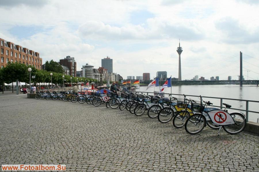 Стоянка велосипедов на набережной