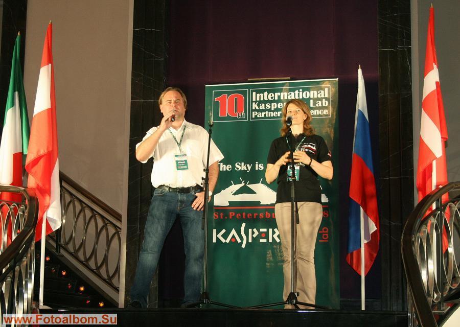 Открытие юбилейной конференции. Основатели «Лаборатории Касперского» Евгений и