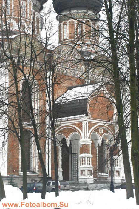 За три века существования Покровский собор осел в землю более чем на полтора