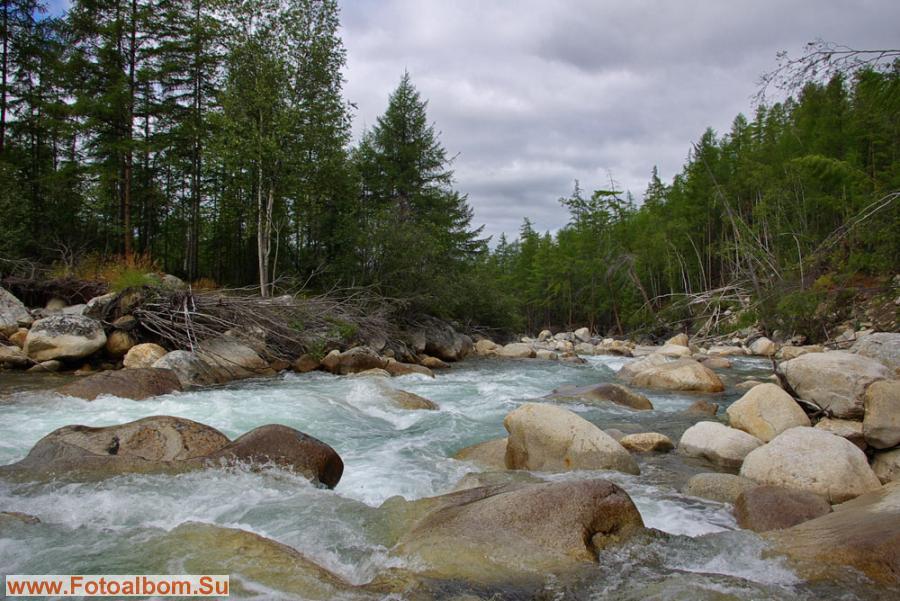 Устье реки Кюеллях-Мустах