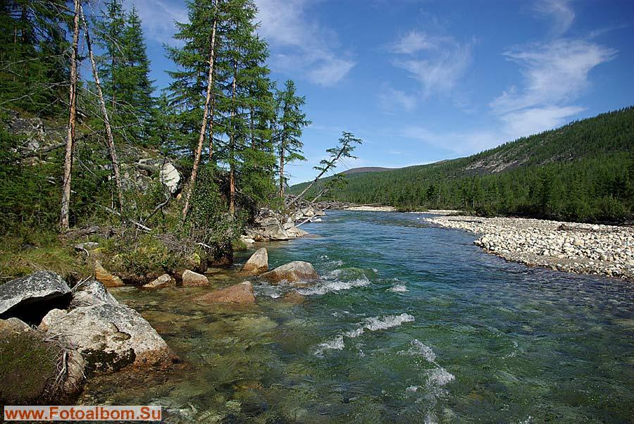 Речка Кюеллях-Мустах в среднем течении