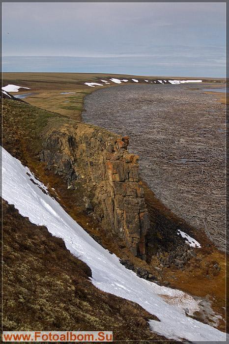 Походская Едома.  Едома - большой обычно каменный холм посреди тундры.