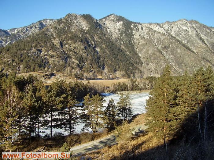 Ветер такой что всю зиму горы стоят голые...