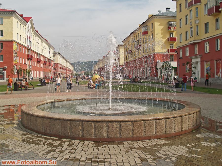 Фонтан на главной улице города
