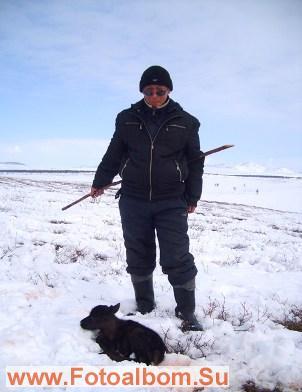 Сторожит стадо важенок пастух Эдуард Слепцов