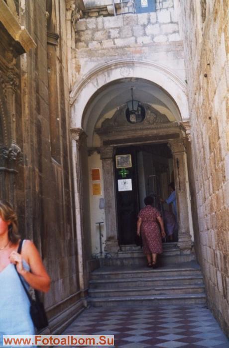 Кроме того, хорошо сохранилась монастырская аптека, одна из старейших в Европе