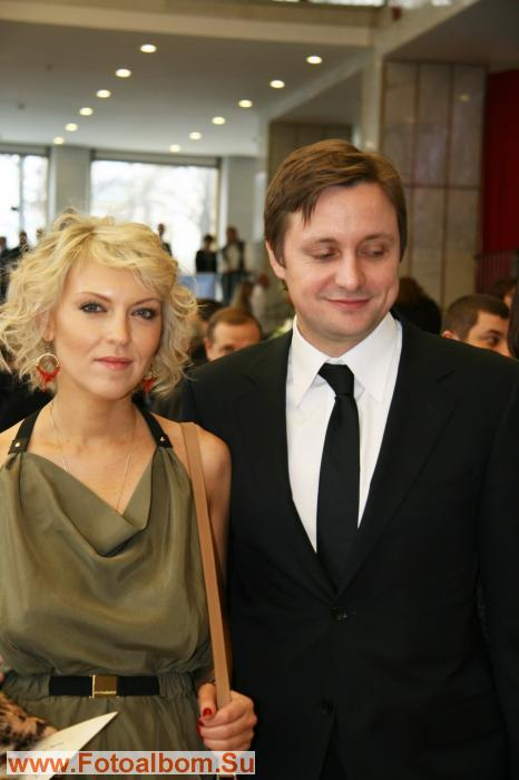 Исполнитель  роли Кремлевского курсанта Артем Михалков с женой Дарьей.