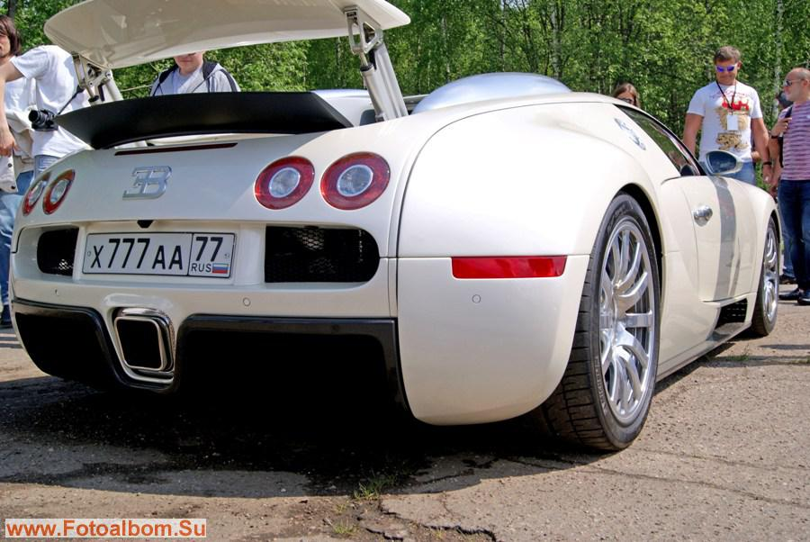 Цена Bugatti Veyron около 2 млн. долларов - сколько стоят такие номера -