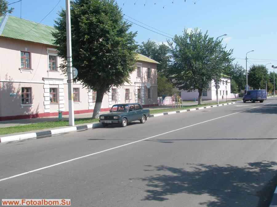 Главная улица – улица Ленина. На ней расположены: