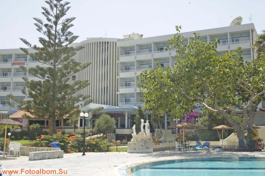 Отель со стороны моря