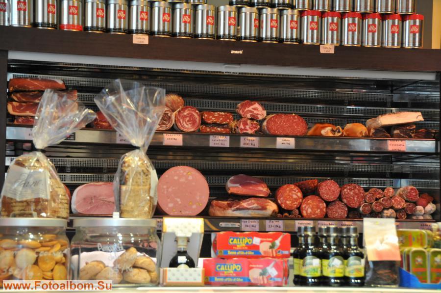 Но и от колбаски здесь не отказываются, правда цены кусаются…