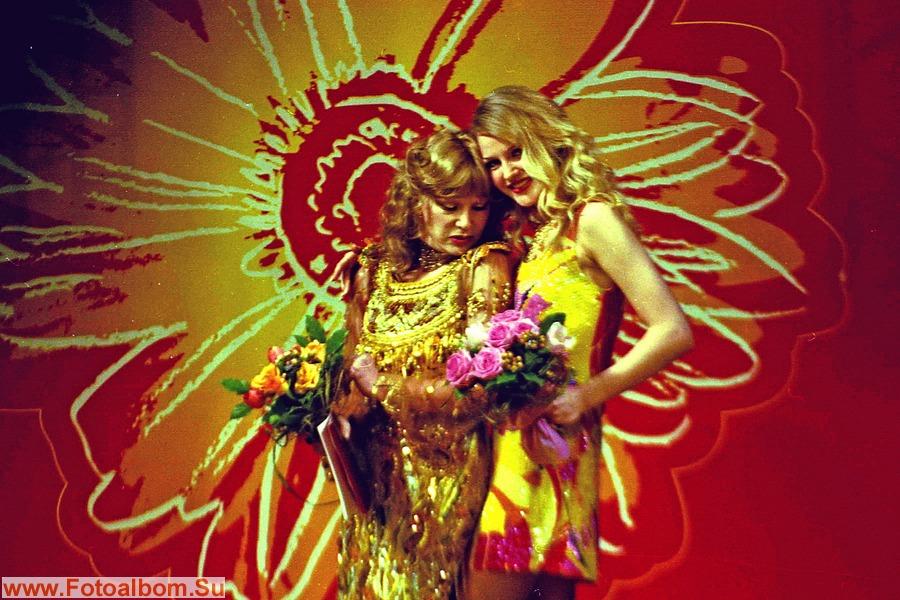 Выступление на «Мэй фейшн 2002». Вместе с мисс Россия. Театр С. Образцова