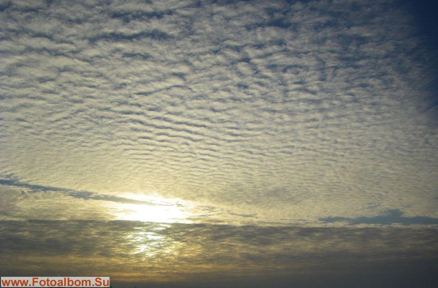 Постоянную изменчивость неба, плывущую на различных волнах воздуха…